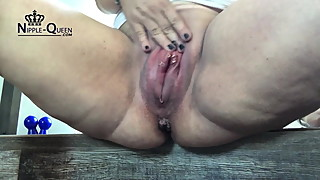 The MEGA pussy - pregnant and pumped up