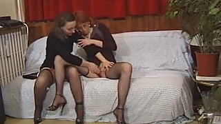 2 mature wifes fuck and lick each other out