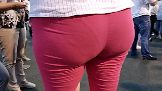 Juicy hipds milfs in tight red pants