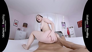 MatureReality VR - Russian Housewife