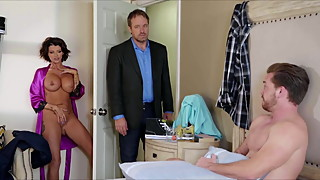 Joslyn James Horny Stepmom