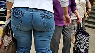 Candids delicious ass milfs shaking in tight jeans