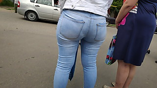 Round juicy ass milfs in tight jeans