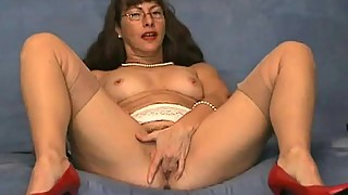 Very horny MILF fingering her sweet pussy