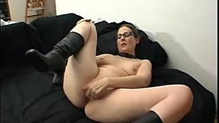Housewife in her selfmade orgasm movie
