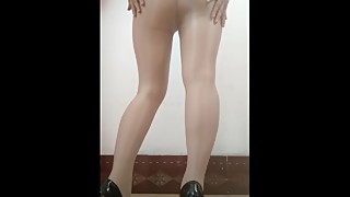 "cZ‰a""?c?Yc©?e'‰a???…??'‡ Wife dancing in flesh-colored stockings"
