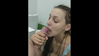 Hottie wife bath BLOWJOB CIM