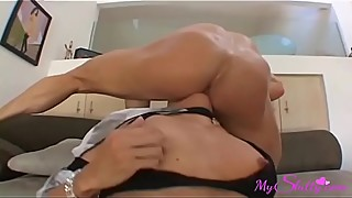 Cheating Wife Fucks Her Gym Trainer While Hubby is Working