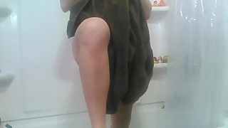 nude pregnant wife after shower