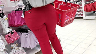Candid round ass milfs in tight pants