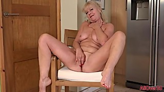 Horny Blonde Housewife MILF Sapphire Louise Fingering Mature Pussy