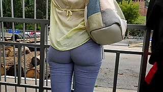 Candid big ass milfs in tight leggings